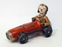 Клоун на ретро-автомобиле. Глина